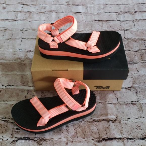 4cbfb054217f6b Teva Flatform Universal in Candy Stripe Coral
